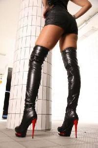 Сапоги на высоких каблуках