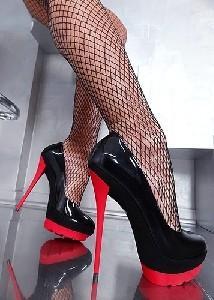 Туфли и чулки в сеточку